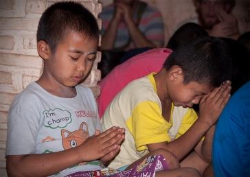 Thai children praying in the slum village we visited.