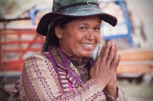 thai woman camo hat