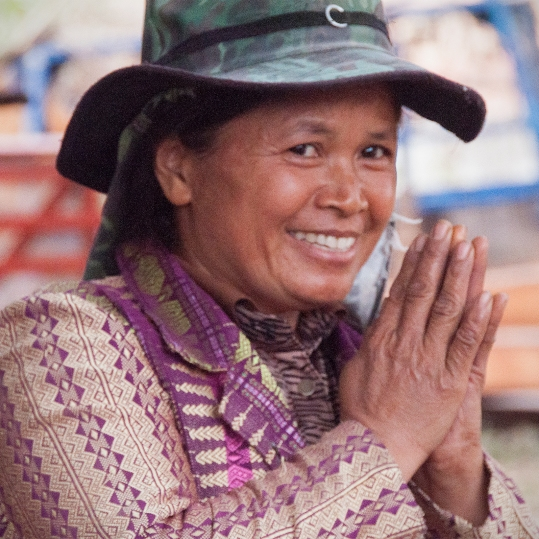 thai woman camo hat