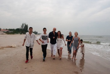My new family! We like to be called the Brady Bunch or 8 Is Enough ... or just the Russ Family. From left: William (15), Albert (16), Russ, Me, Jaynee (13), Justine (12), Shanti (5). Of course, we are missing Joseph and Kelsi! But it was a great day at the beach.